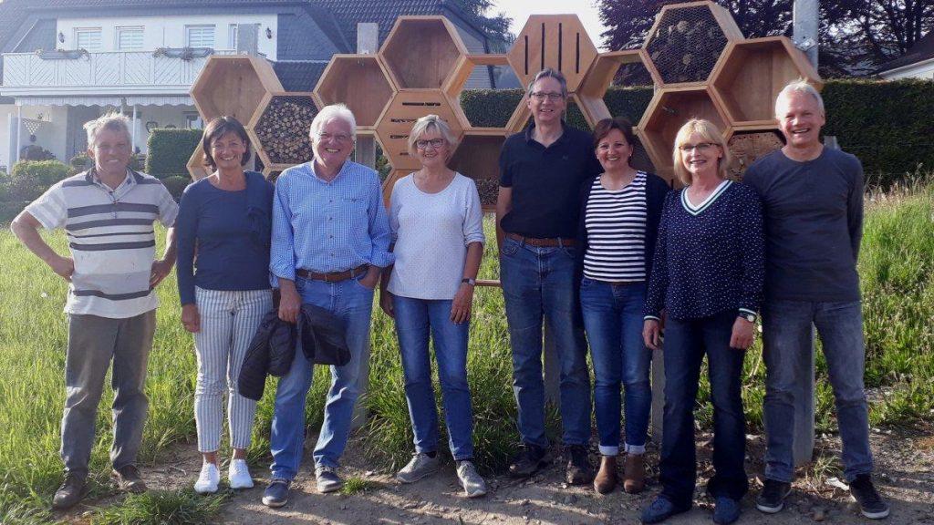 Insektenhotel mit INO Mitgliedern